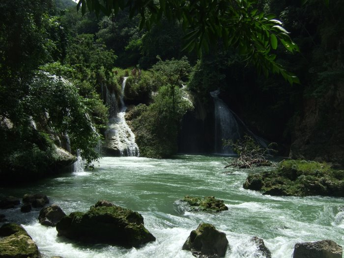 The river flowing down from Semcu Champey