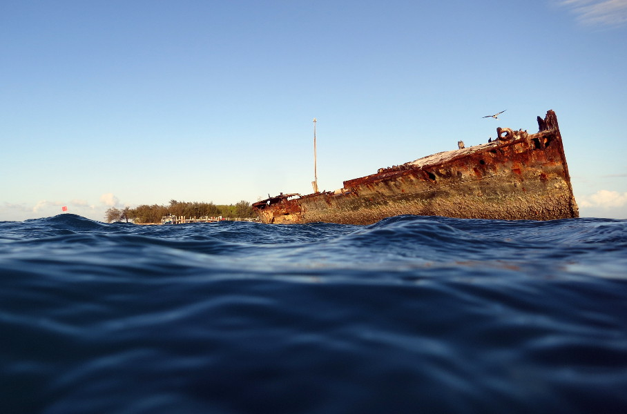 Heron Island and the shipwreck from water level